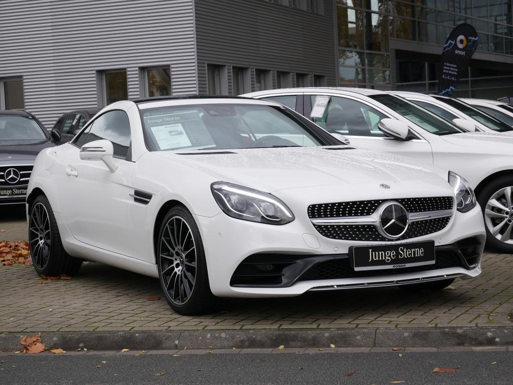 Mercedes-Benz SLC 300 AMG Line